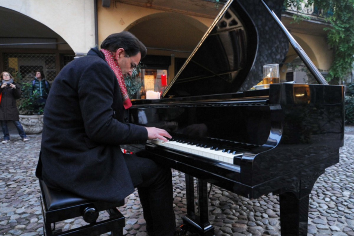 1 Paolo Zanarella Pianista fuori posto 1200x800